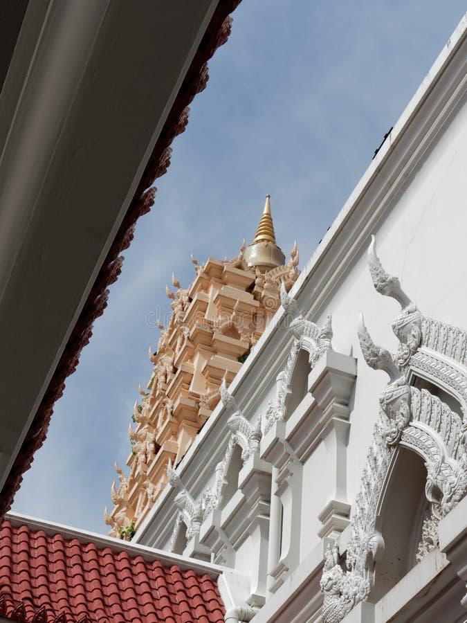 Vista interna della pagoda della replica del tempio di Maha Bodhi a Wat Yansangwararam, Pattaya, Chonburi, Tailandia immagine stock libera da diritti