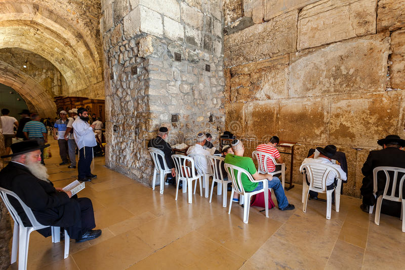Vista interna della sinagoga della caverna a Gerusalemme fotografia stock
