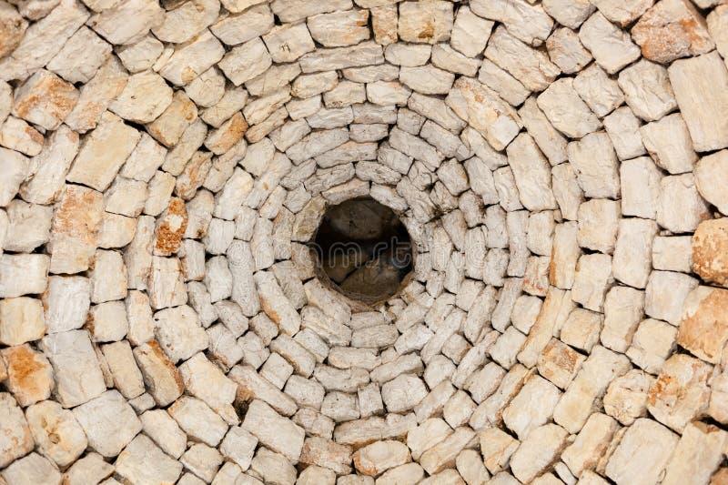 Vista interna di solo tetto originale di un trullo in Alberobel fotografie stock
