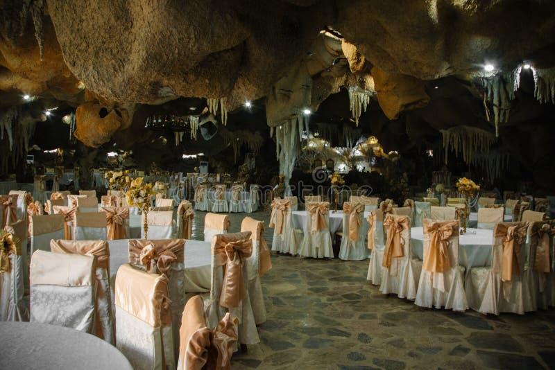 Vista interna di un ristorante nello stile dell'orrore-arte grottesca Interior design nello stile di Halloween fotografie stock libere da diritti
