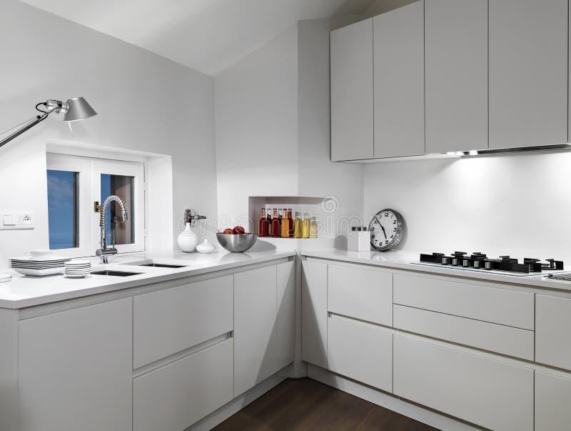 Vista Interna Di Una Cucina Moderna Bianca Immagine Stock - Immagine ...
