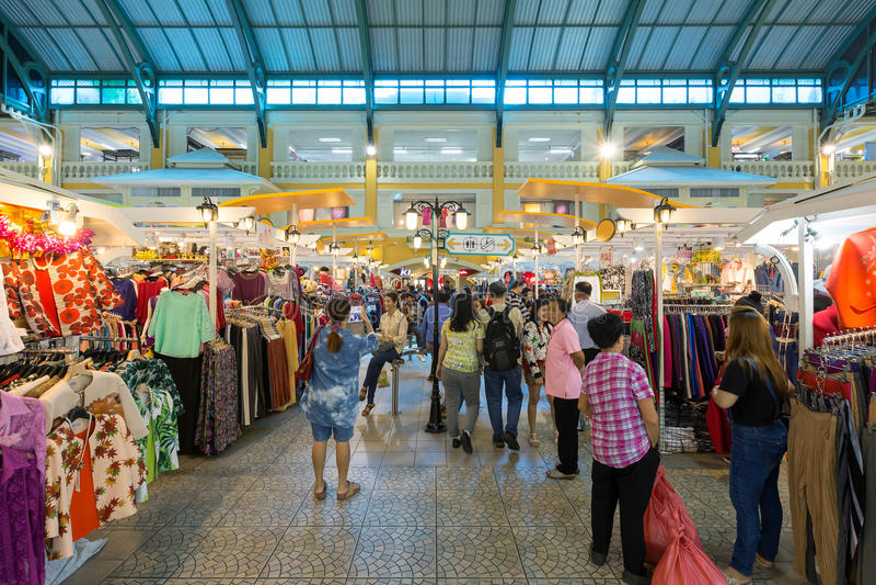Vista interna di vecchio centro commerciale di Siam Plaza È un ol fotografie stock libere da diritti