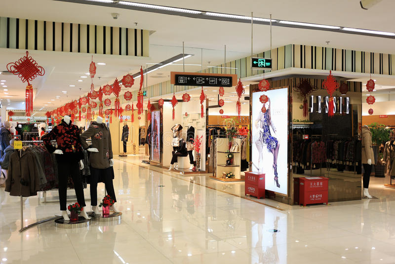 Vista interna do centro comercial de Beijing imagens de stock royalty free