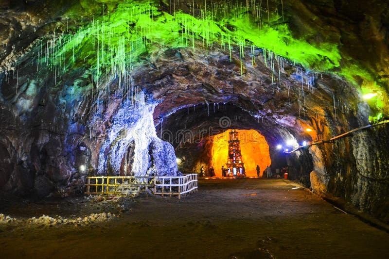 Vista interna magica della miniera di sale di Khewra immagine stock libera da diritti