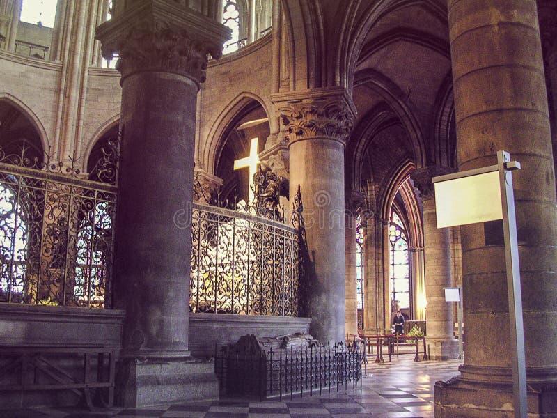Vista interna Notre Dame de Paris fotografia de stock