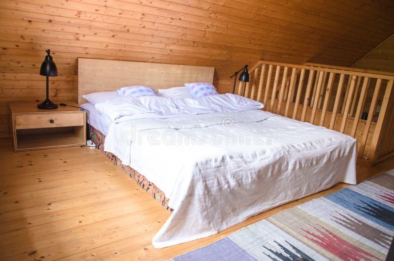 Vista interna rustica accogliente della cabina di ceppo for Riparazione della cabina di log