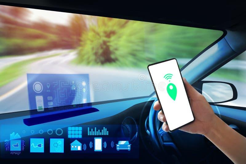 Vista interna, schermo di visualizzazione ed azionamento automatico di auto Tecnologia astuta elettrica dell'automobile fotografia stock