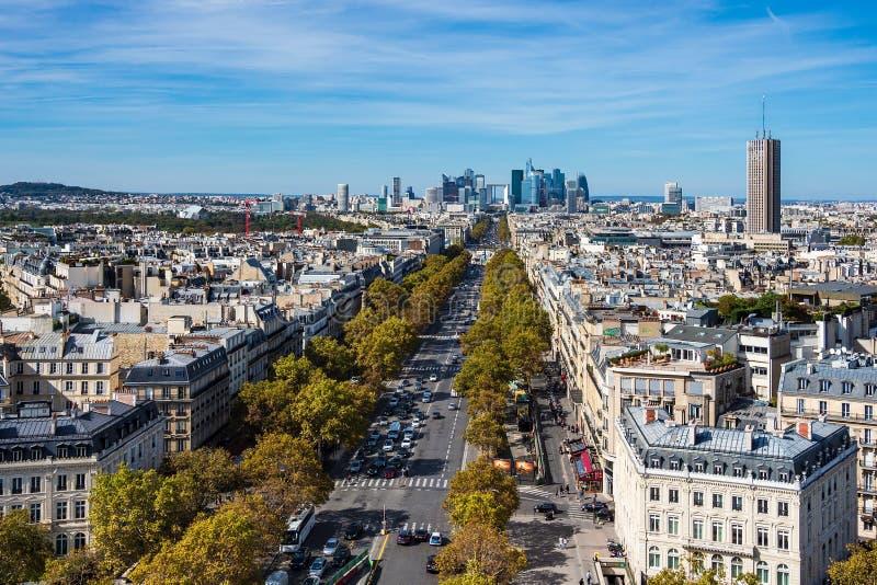 Vista a la alta defensa del La de la subida en París, Francia fotos de archivo