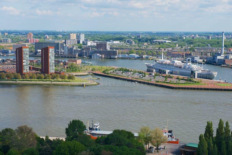Vista a la ciudad y al puerto de Rotterdam, Países Bajos imagenes de archivo