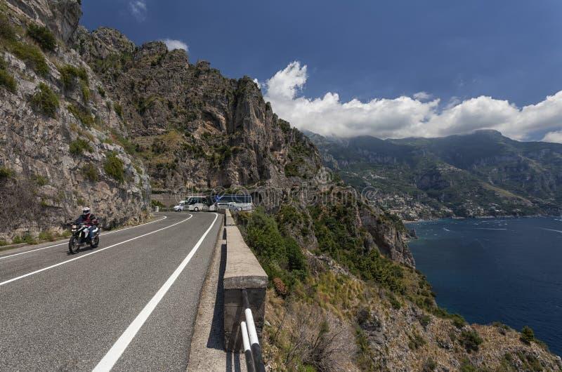 Vista a la costa de Amalfi, Italia fotos de archivo libres de regalías