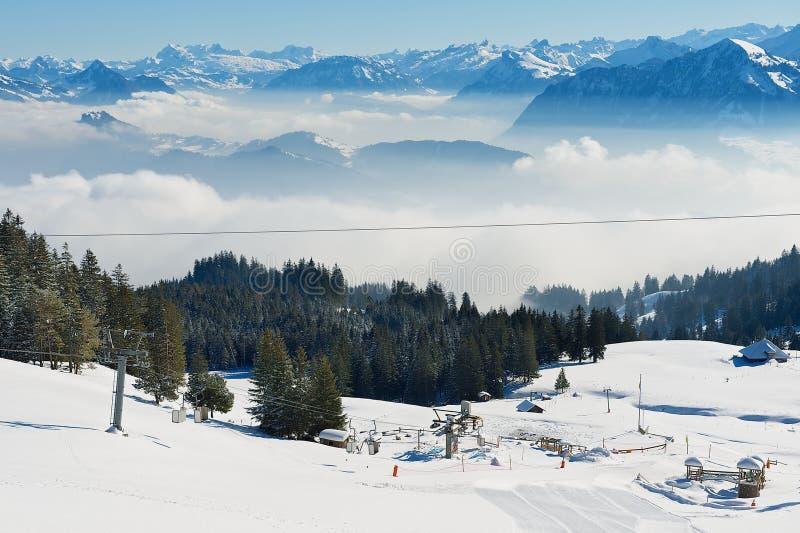 Vista a la cuesta del esquí en la montaña de Pilatus en Lucern, Suiza foto de archivo libre de regalías