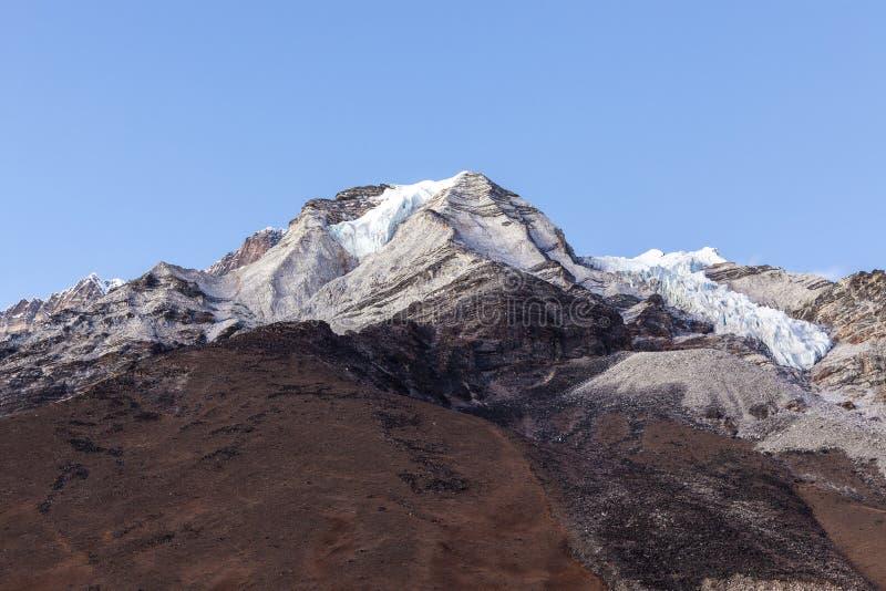 Vista a la cumbre del pico de la isla de la isla fotografía de archivo