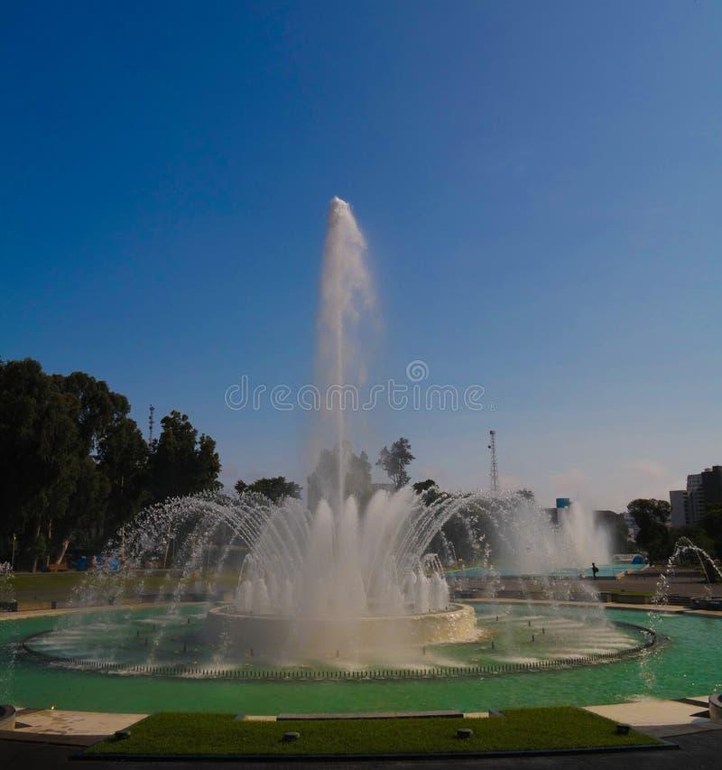 Vista a la fuente en el parque de la reserva, Lima, Perú fotografía de archivo libre de regalías