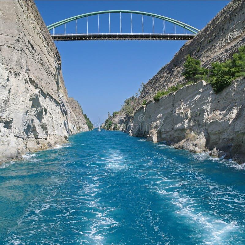 Vista larga do canal de Corinth, Grécia imagem de stock