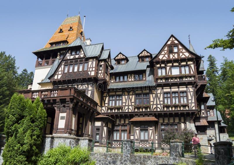 Vista larga do castelo de Pelisor imagem de stock royalty free