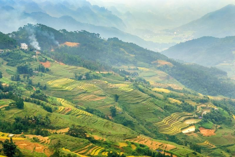 Vista larga do vale, Vietnam imagem de stock