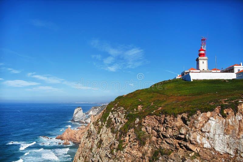 Vista a las rocas y al océano fotos de archivo libres de regalías