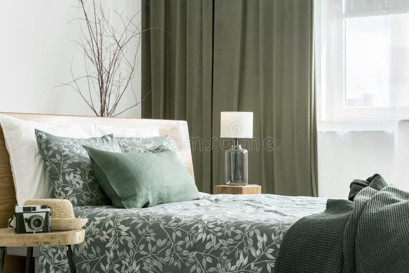 Vista lateral da cama fotos de stock royalty free