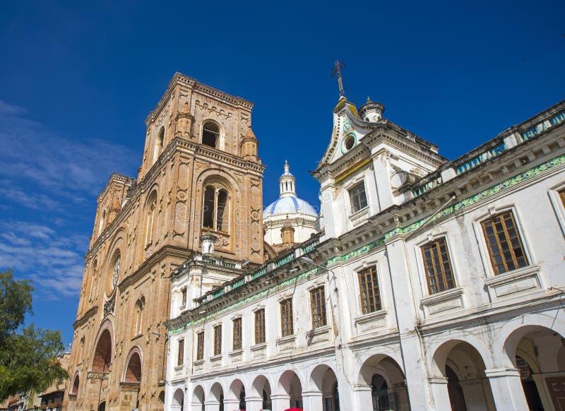 Vista lateral da catedral de Cuencas fotografia de stock royalty free
