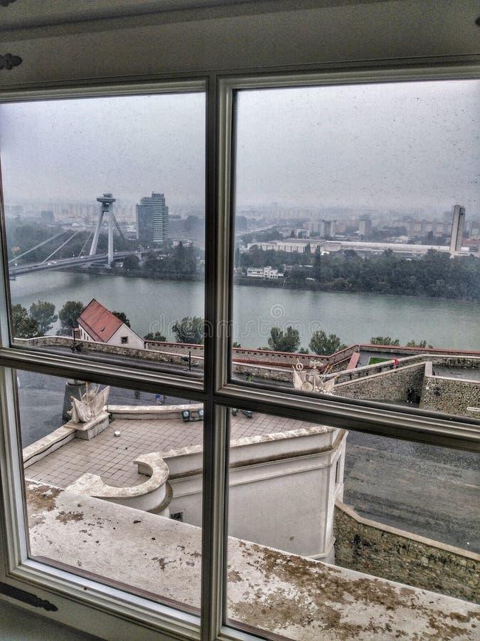 Vista lateral de Bratislava Castle foto de archivo