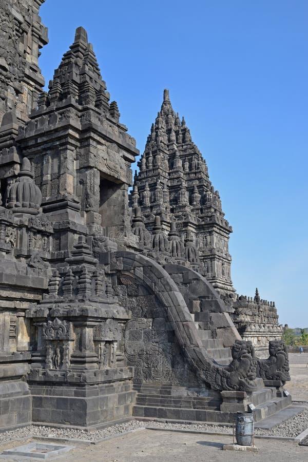Vista lateral de Candi o del templo Siwa en compuestos del templo de Prambanan foto de archivo libre de regalías