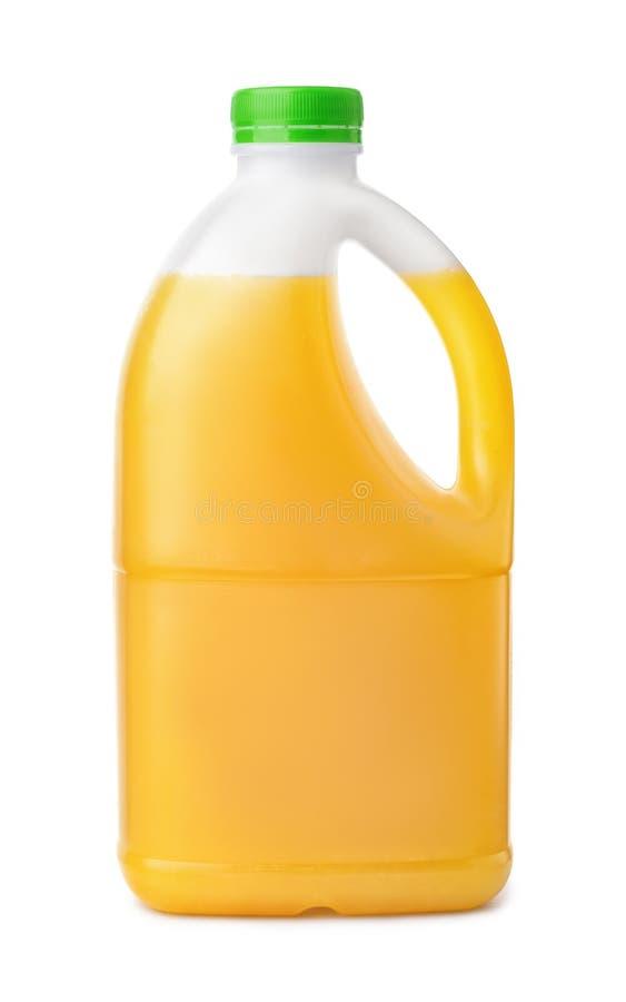 Vista lateral de la botella plástica del zumo de naranja fotografía de archivo
