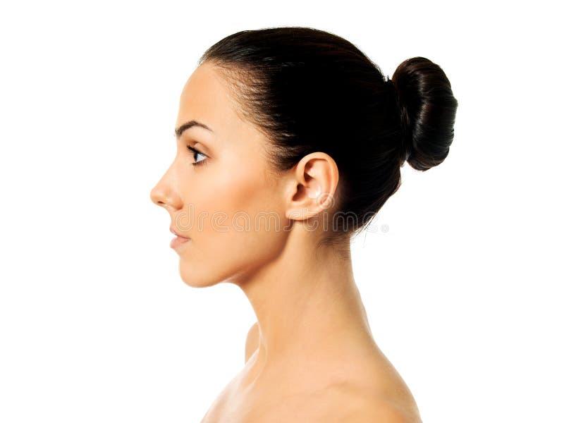Vista lateral de la cara de la mujer joven imagenes de archivo