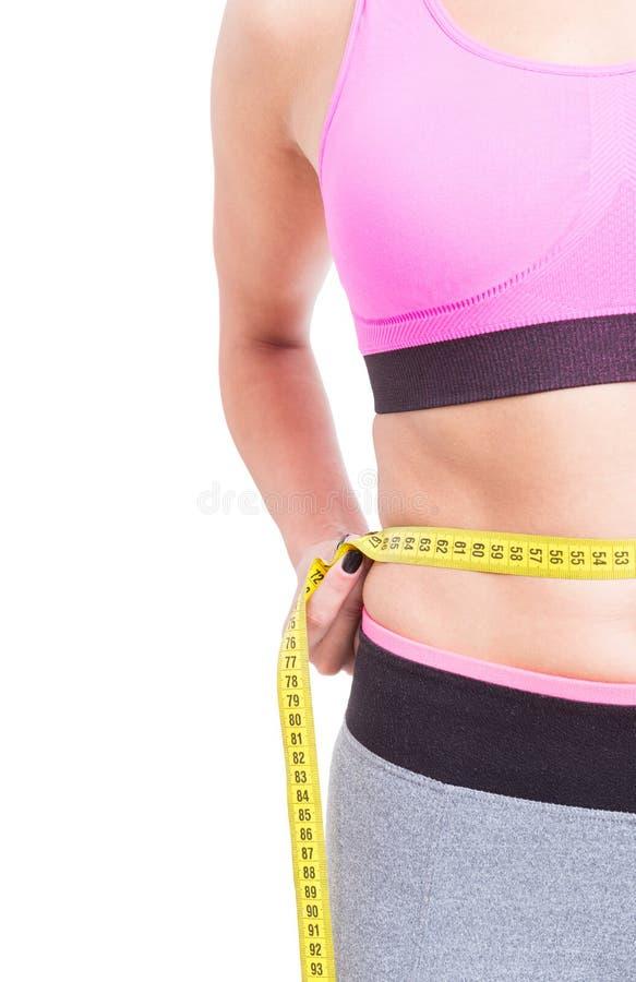 Vista lateral de la cintura de medición de la mujer foto de archivo libre de regalías