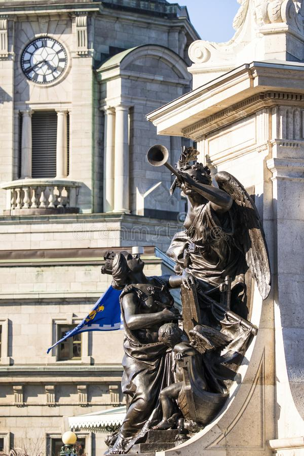 Vista lateral de la estatua del monumento de Samuel de Champlain fotos de archivo