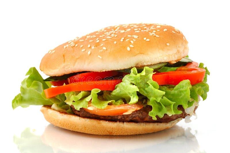 Vista lateral de la hamburguesa grande aislada imagenes de archivo