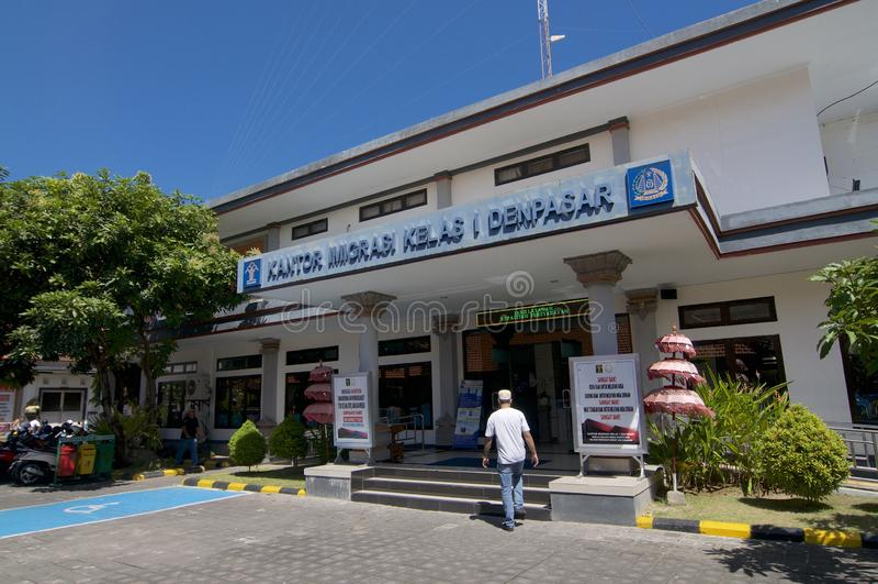 Vista lateral de la oficina de inmigraci?n de Denpasar en Bali, Indonesia imágenes de archivo libres de regalías