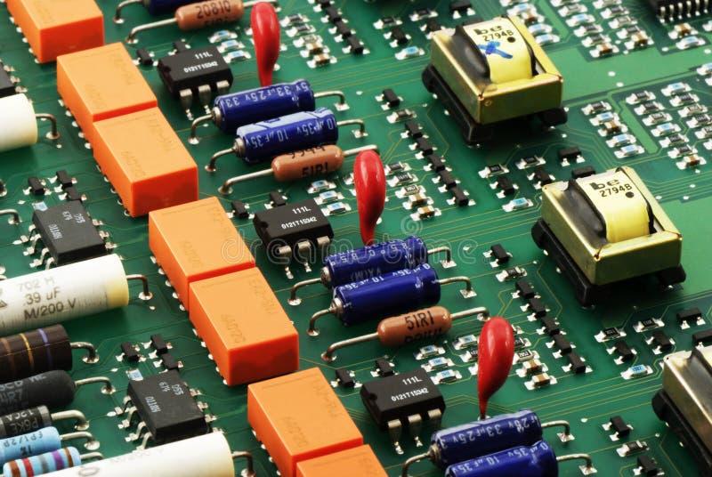 Vista lateral de la tarjeta de circuitos fotos de archivo