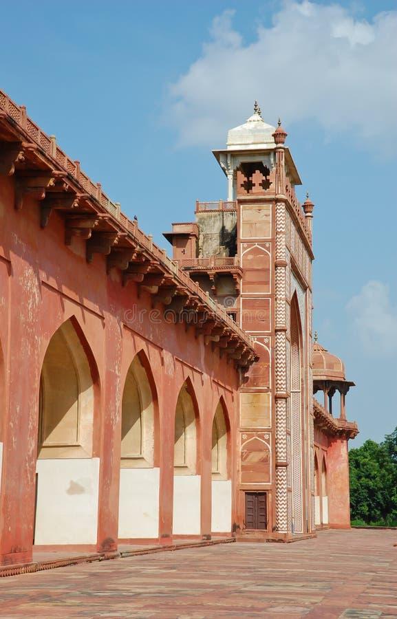 Vista lateral de la tumba de Akbar foto de archivo