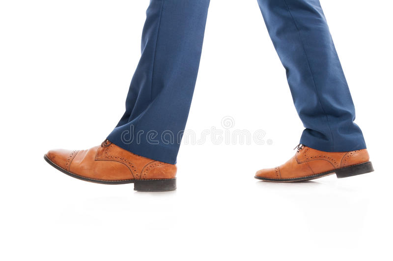 Vista lateral de sapatas elegantes do ` s do homem de negócio fotos de stock royalty free