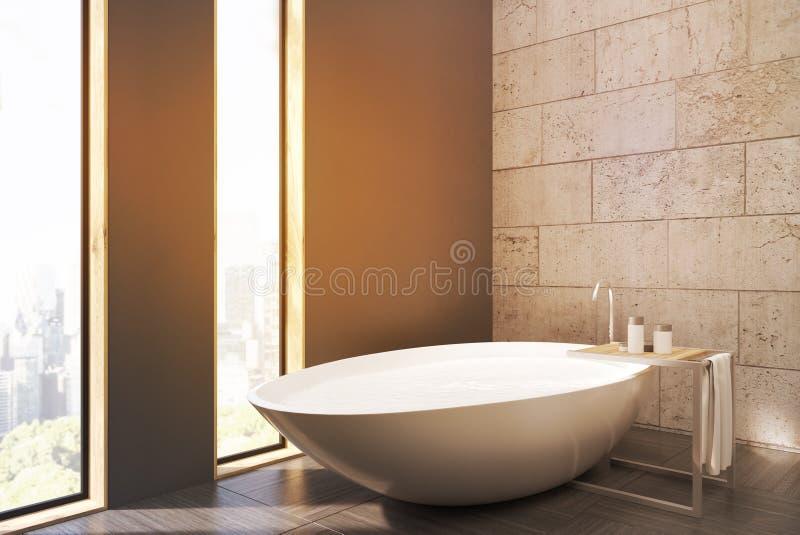 Vista lateral de um banheiro com janelas estreitas, a cuba branca, os muros de cimento e o assoalho de madeira ilustração royalty free