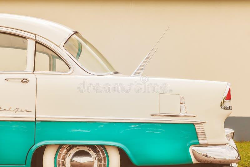 Vista lateral de um carro de Chevrolet Bel Air dos anos 50 foto de stock