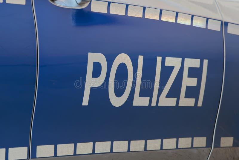 Vista lateral de um carro de polícia alemão típico: 'Polizei ' imagens de stock