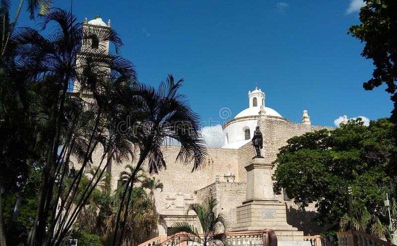 Vista lateral de uma igreja em Merida, México fotos de stock royalty free