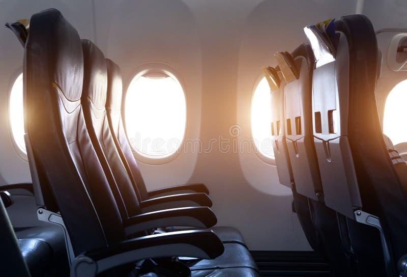 Vista lateral del asiento vacío del aeroplano en el aeroplano antes sacar fotografía de archivo libre de regalías