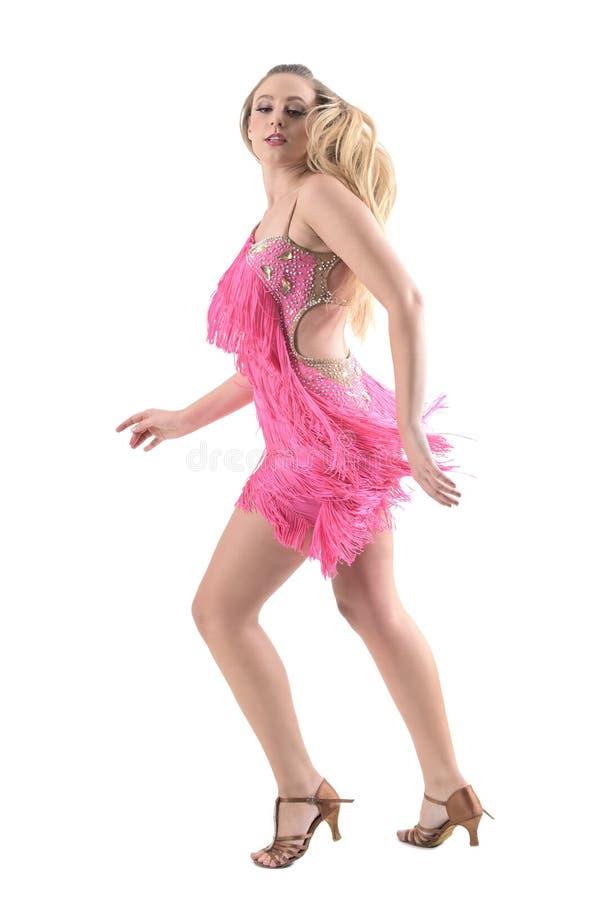Vista Lateral Del Bachata Rubio Del Baile De La Mujer Que Da Vuelta ...