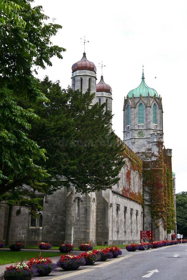 Vista lateral del cuadrilátero histórico en NUI Galway, Irlanda foto de archivo libre de regalías