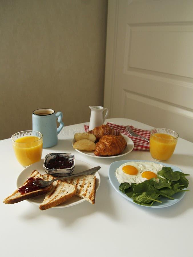 Vista lateral del desayuno Rutina de la ma?ana foto de archivo