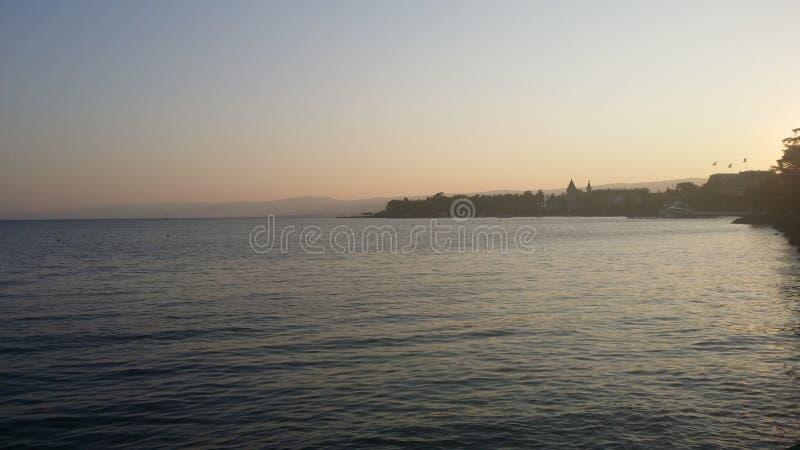 Vista lateral del lago fotografía de archivo libre de regalías