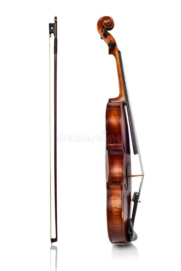 Vista lateral del violín y del arco fotografía de archivo libre de regalías