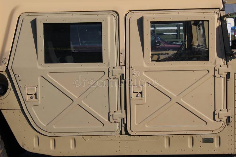 Vista lateral do humvee militar foto de stock royalty free