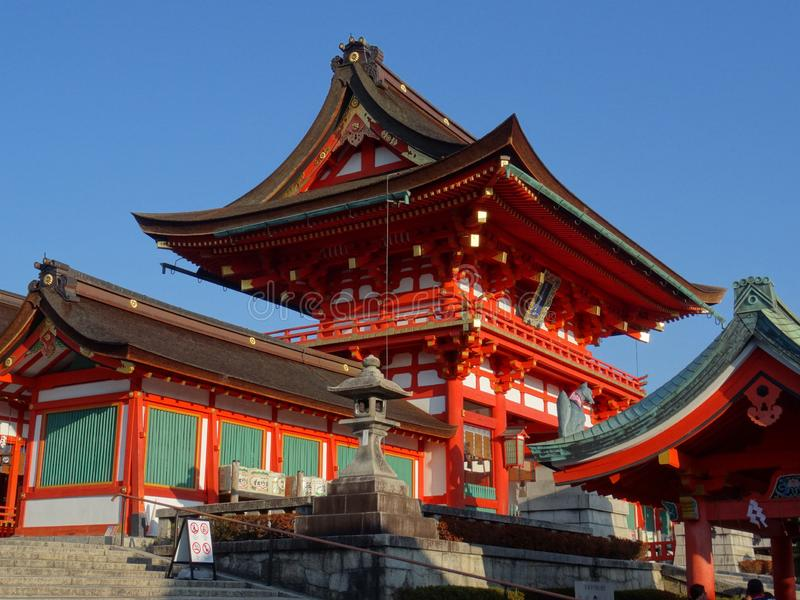 Vista lateral do santuário de Fushimi Inari Taisha em Kyoto, Japão imagens de stock