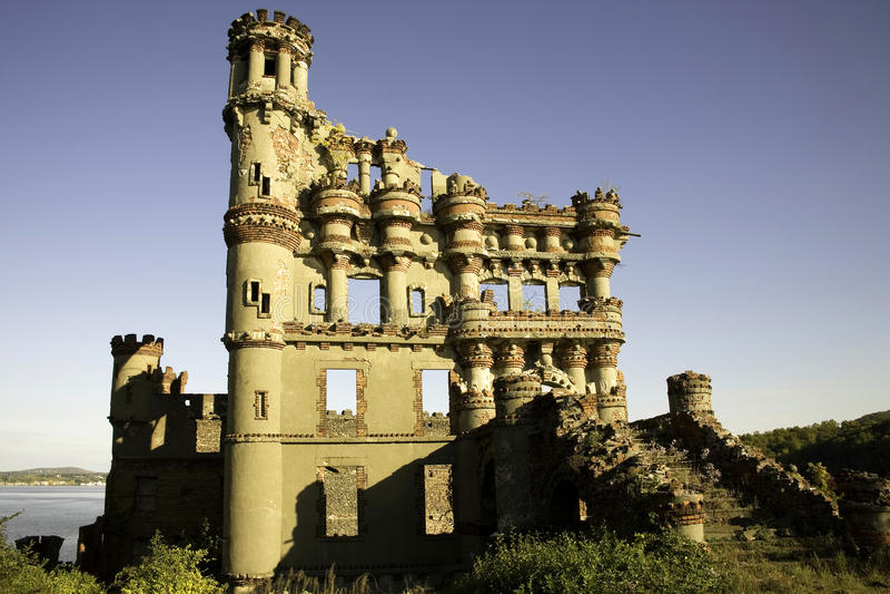 Vista laterale del castello di Bannerman fotografia stock