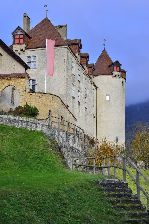 Vista laterale del castello di Gruyeres immagine stock