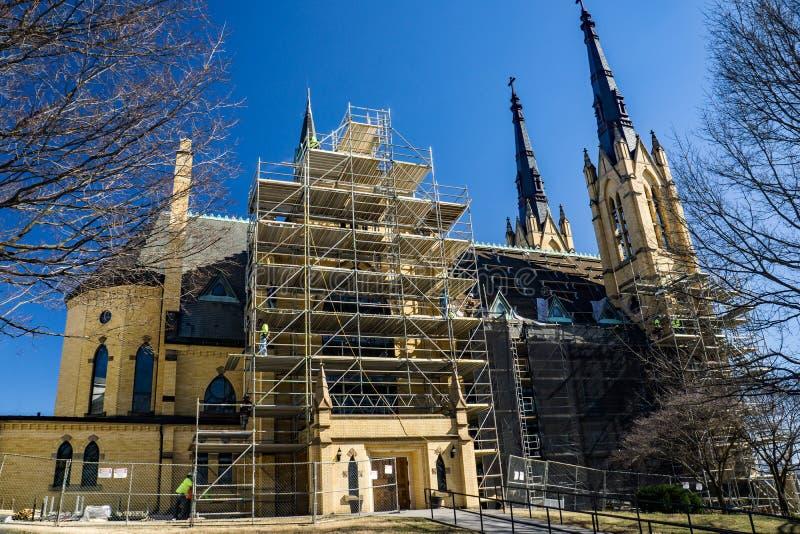 Vista laterale del ripristino della chiesa cattolica di Andrew's del san fotografia stock