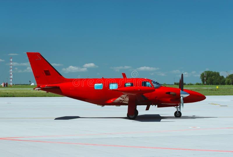 Vista laterale dell'aereo rosso fotografie stock libere da diritti